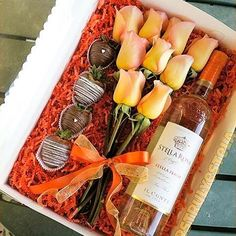 Chocolate, roses, and is how we& ending our and we couldn& be happier about it! Thanks for your photo, Bouquet Box, Candy Bouquet, Bouquet Flowers, Peach Flowers, Bouquets, Creative Gifts, Cool Gifts, Best Gifts, Valentine Day Gifts