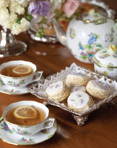 Five Favorite Scone Recipes – Victoria Magazine Pass around gleaming silver trays of dainty Lavender Cream Scones, tea sandwiches, herb-strewn savories, and flower-bedecked sweets—all worthy of a queen. Click the link to read our favorite scone recipes! Tea Sandwiches, Tea Sandwich Recipes, Café Chocolate, Chocolate Chip Cookies, English Afternoon Tea, English Tea Time, English Roses, Petit Cake, Cream Scones