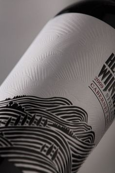 Packaging of the World: Creative Package Design Archive and Gallery: Helderberg Wijnmakerij wine vinos maximum vinho Wine Bottle Design, Wine Label Design, Wine Bottle Labels, Beer Label, Cabernet Sauvignon, Sauvignon Blanc, Pinot Noir, Etiquette Champagne, Chenin Blanc