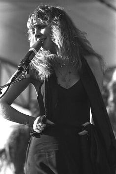 One of my favorite pictures of Stevie Nicks :)