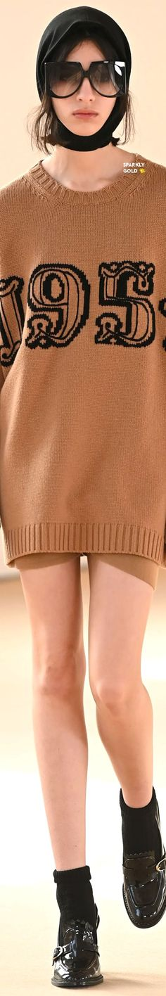 Max Mara Fall 2021 RTW Max Mara, Discovery, Knitwear, Feminine, Fall, Coat, Clothes, Beautiful, Fashion