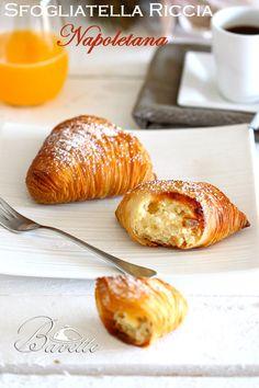 Sfogliatella Riccia napoletana Best Italian Recipes, Italian Desserts, Mini Desserts, Pastry Recipes, Dessert Recipes, Cooking Recipes, Sfogliatelle Recipe, Baba Recipe, British Baking