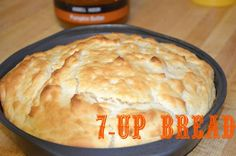 bread (ingredients: Bisquick, sour cream, and butter) 7 Up Bread, No Yeast Bread, Bread Baking, Bisquick Recipes, Bread Recipes, Real Food Recipes, Cooking Recipes, Good Food, Yummy Food