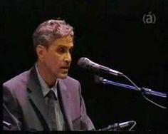 """João Gilberto e Caetano Veloso - """"Desafinado""""  (de Tom Jobim e Newton Mendonça)."""