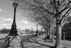 Dark Photography | London; black and white | A Traveler's Photo Journal