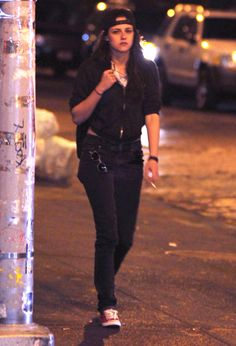 'Twilight' actress Kristen Stewart spotted out smoking a cigarette as she walks with a friend in New York City, New York on May - Kristen Stewart Out And About In New York Kristen Stewart, Christine Stewart, Pretty People, Beautiful People, Beautiful Women, My Girl, Cool Girl, Hollywood, I Love Girls