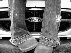 I'm just a down home, Ford lovin' country girl. But i like chevys better :) Farm Senior Pictures, Senior Photos, Prom Pictures, Old Ford Trucks, Big Trucks, Lifted Trucks, Senior Boy Photography, Photography Ideas, Country Girls