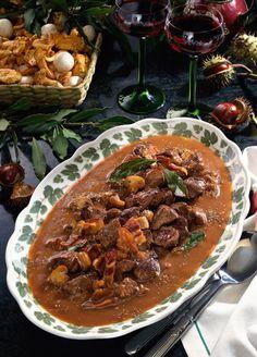 Badisches Rehgulasch - New Site Baked Meat Recipes, Healthy Meat Recipes, Healthy Eating Tips, Healthy Nutrition, Beef Recipes, Venison Goulash Recipe, Potted Meat Recipe, Minced Meat Recipe, Slow Food