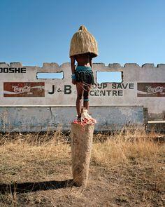 Zulu kids ¿ Ya kala ben © Namsa Leuba - musée du quai Branly - Photoquai 2015 http://www.loeildelaphotographie.com/2015/10/16/festival/29937/photoquai-2015-world-image-biennale-we-are-family?