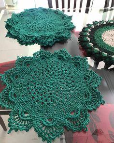 Crochet Round, Crochet Squares, Love Crochet, Crochet For Kids, Beautiful Crochet, Crochet Shawl, Knit Crochet, Lace Doilies, Crochet Doilies