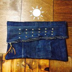 studs vintage denim clutch bagprice/¥6500.size/約縦27×横37㎝こちらのヴィンテージデニム...|ハンドメイド、手作り、手仕事品の通販・販売・購入ならCreema。