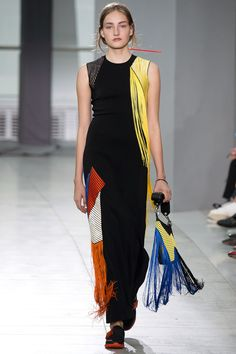 Christopher Kane - Spring Summer 2016 Ready-To-Wear - Shows - Vogue. Christopher Kane, Look Fashion, Runway Fashion, Fashion Show, Fashion Outfits, Fashion Trends, Fashion Week 2016, Spring Fashion, 2016 Trends