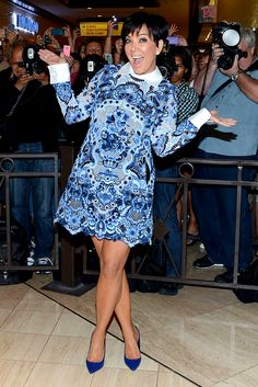 20 Crucial Life Lessons From Kris Jenner Kris Jenner Hair, Kris Jenner Style, Kardashian Style, Dress Up Outfits, Mom Outfits, Fashion Dresses, Reality Shows, Over 50 Womens Fashion, Short Prom Dresses