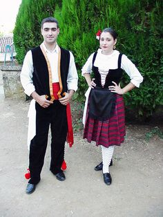 TRAJE DE JATERO. EXTREMADURA. Spanish Costume, Spain Fashion, Portuguese Culture, Spain And Portugal, Costume Dress, Traditional Outfits, Dress Up, Costumes, Boys