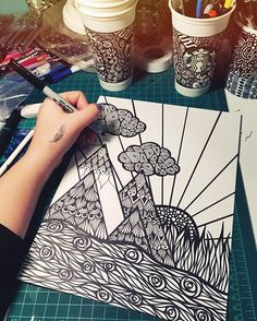 Sharpie art, sharpie drawings y art drawings. Mandalas Drawing, Zentangle Drawings, Art Drawings Sketches, Zentangle Patterns, Zentangles, Flower Drawings, Doodle Patterns, Sharpie Drawings, Sharpie Art