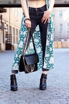 details tasche chanel schwarzes minikleid sommer streetstyle innsbruck outfit trend. Black Bedroom Furniture Sets. Home Design Ideas