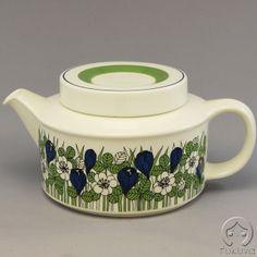 Arabia Finland 'Krocus' Teapot Tablewares, Japanese Style, Vintage Images, Scandinavian Design, Kettle, Finland, Tea Pots, Cool Designs, Sweet Home