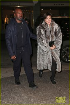 Kim Kardashian & Kanye West Meet Up with Her Family in NYC | kim kardashian kanye west meet up with family 03 - Photo