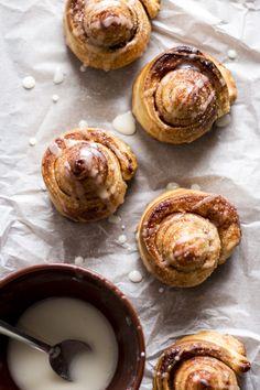 Puff cinnamon rolls | Migalha Doce