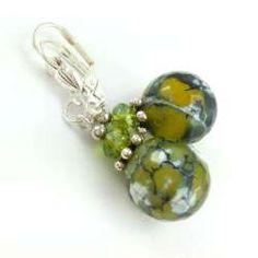 Kolczyki z kamieni naturalnych żółtego zielonego szlifowanego agatu smoczego.