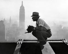 "Charles Ebbets photographer who shot ""Lunch atop a Skyscraper"" [1932] http://ift.tt/2lLGM5e"