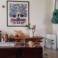 IT'S TIME FOR FALL DECOR IN INDIA NOW! ~ The Keybunch Decor Blog Family Room Decorating, Decorating Blogs, Antique Decor, Vintage Home Decor, Oh My Home, Trunk Table, India Now, Dried Flower Arrangements, Hygge Home