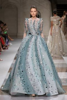 Inspired by the ancient mosaic, Ziad Nakad's Fall Winter 2019 2020 couture collection is an ode to architecture and geometry. Haute Couture Gowns, Couture Dresses, Couture Fashion, Runway Fashion, Fashion Dresses, Latest Fashion, Fashion Week, Fashion Show, Live Fashion