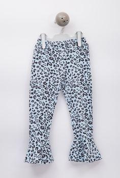 El patrón Famara es un pantalón de niña tipo leggin con un volante en el  bajo 2a3862c220c5
