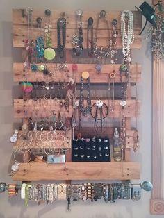 Pallet jewelry organizer home jewellery storage, diy home de Jewelry Organizer Drawer, Jewelry Drawer, Jewelry Wall, Drawer Organisers, Jewelry Armoire, Jewellery Storage, Jewellery Display, Jewelry Mirror, Hanging Jewelry