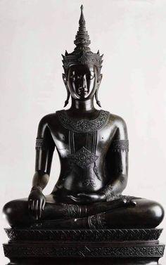 Gautama Buddha, Buddha Buddhism, Buddhist Art, Buddha Artwork, Thai Buddha Statue, Hindu Statues, Buddha Sculpture, Thai Art, Sacred Art