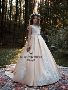 vestido daminha Flower Girl Dresses Princess Kids Formal Wear Gowns Appliqued Sweep Train with Sash Girl Pageant Ball Gown Girls Communion Dresses, Girls Pageant Dresses, Birthday Dresses, Bridal Dresses, Party Dresses, Kids Formal Wear, Première Communion, Princess Flower Girl Dresses, Flower Girls