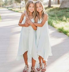 """These twins have been hailed as the """"most beautiful twins in the world,"""" thanks to their momager, Jaqi Clements, and a modeling deal signed at just 7 years old. Get a look of the gorgeous siblings! Girls Sports Clothes, Preteen Girls Fashion, Kids Outfits Girls, Kids Fashion, Girl Outfits, Girls Dresses, Little Girl Models, Child Models, Beautiful Little Girls"""