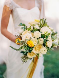 romantic fall bouquet featuring ranunculus, garden roses, hypericum berries and foliage by Lisa Collins & Jordana Masi for Sweet Woodruff