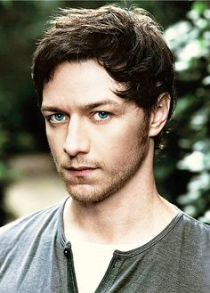 James McAvoy is the only one on this planet who can look like a creep and super hot at the same time.
