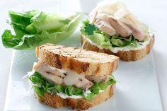 Caesar σάντουιτς - Συνταγές | γαστρονόμος Gyro Pita, Bread Art, Salmon Burgers, Food Dishes, Street Food, Sandwiches, Food And Drink, Snacks, Cooking