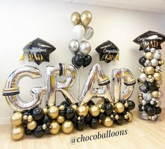 Grad Party Decorations, Graduation Party Centerpieces, Graduation Balloons, Balloon Decorations Party, Graduation Party Decor, Balloon Garland, Ballon Arrangement, Balloon Crafts, Birthday Party For Teens