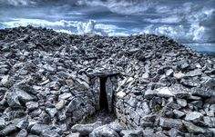 I wonder is it home to a Barrow Wight?....An atmospheric shot of Seefin passage tomb, Co, Wicklow, it dates from the Neolithic period (4000-2500 BC) #LordoftheRings via Irisharchaeology.ie FB