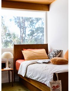 A Lovingly Restored Mid-Century Marvel In Mount Martha (The Design Files) Mid Century Modern Bedroom, Mid Century House, Chair Design, Furniture Design, Plywood Furniture, Design Design, The Design Files, Interior Inspiration, Interior Design