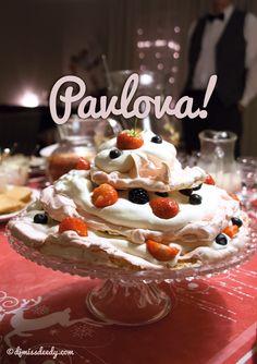 Feestelijke Pavlova met rozenwater | www.deedylicious.nl