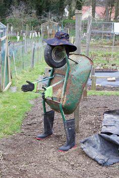 Garden Junk, Garden Yard Ideas, Garden Crafts, Garden Projects, Garden Art, Junk Metal Art, Metal Yard Art, Scrap Metal Art, Junk Art
