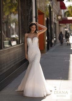 Pronovias collectie 2021 | Premium Dealer | Trouwjurk WOOD Pronovias Wedding Dress, Couture Wedding Gowns, Bridal Gowns, Fit N Flare Dress, Rembo Styling, Hollywood Glamour, Vestido Strapless, Body Hugging Dress, Mermaid Bridal Gowns