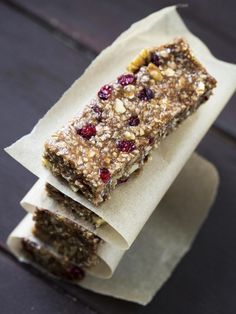 Homemade energy bars without cooking - Muesli - Barres - Raw Food Recipes Meal Supplement, Granola Barre, Chewy Granola Bars, Good Food, Yummy Food, Energy Bars, Power Bars, Protein Bars, Raw Food Recipes