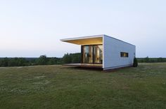 Passion Group, Architect and architect Eero Endjärv worked together to design a series of prefab modular homes and the first prototype is now complete. Prefab Cabins, Prefabricated Houses, Prefab Homes, Modular Housing, Modular Homes, Sauna House, Concrete Houses, Concrete Building, Micro House