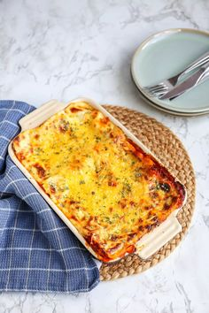 Lasagne bolognese - een klassieker - Lekker en Simpel Food Quotes, Food Menu, Food Styling, Lasagna, Food And Drink, Pizza, Nutrition, Cheese, Ethnic Recipes