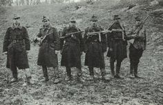 Soldiers from the Rosiori Regiment - Romanian Army with Orita, Beretta 38 A, MP 41 e PPSSH 41 Luftwaffe, Russian Revolution, Military Photos, History Teachers, Armed Forces, World War Two, Wwii, Axis Powers, Hungary