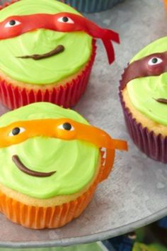 Teenage Mutant Ninja Turtles Cupcakes Oh my goodness! Is your son as CRAZY over the Teenage Mutant Ninja Turtles as my son is? I would be Mom Of The Year if I made these for his birthday t. Ninja Turtle Cupcakes, Ninja Turtle Party, Ninja Turtles, Teenage Turtles, Turtle Cakes, Yummy Treats, Delicious Desserts, Sweet Treats, Yummy Food