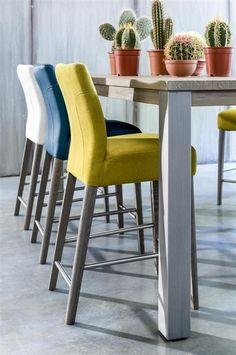 Barstoelen in speelse tinten