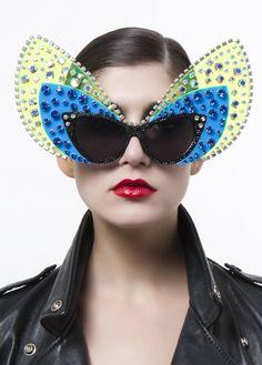 019 A morir: the definition of extravagant eyewear!