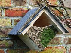 Recycling wood logs , thick branches and salvaged wood pieces for birdhouses helps create more attractive, bird-friendly and pleasant backyards