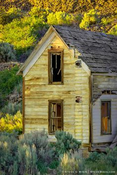 Abandoned farmhouse in Alstown, Washington.